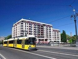 Tranvía surcando Berlín
