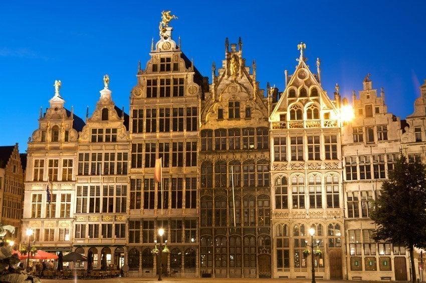 Arquitectura de la Plaza Mayor de Amberes