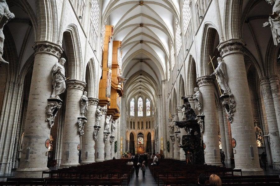 Catedral de bruselas catedral de san miguel y santa g dula - Catedral de sevilla interior ...