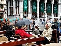 Tiempo lluvioso en Bruselas, terrazas