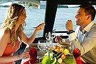 Comiendo en un barco por el Danubio