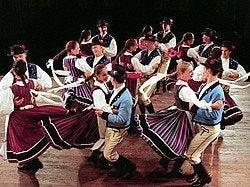 Baile colorido del grupo Danubio