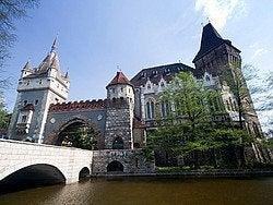 Castillo Vajdahunyad en el Parque de la Ciudad