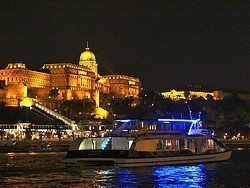 Recorriendo Budapest en barco