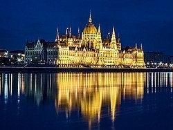 Parlamento de noche