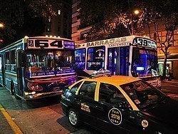 Autobuses recorriendo Buenos Aires