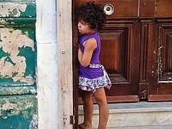 Niña en las calles de San Telmo