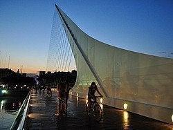 Puente de la Mujer al anochecer
