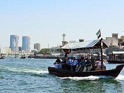 Abra cruzando Dubai Creek