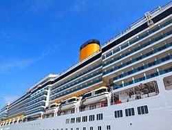 Crucero atracado en Dubái
