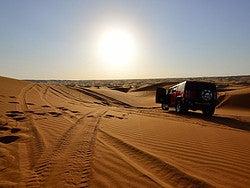 Atardecer en el desierto desde un Hummer H2
