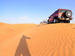 Recorriendo el desierto en Hummer H2