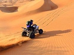 Recorriendo el desierto en quad
