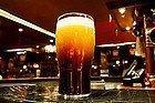 Pinta de cerveza en un pub irlandés