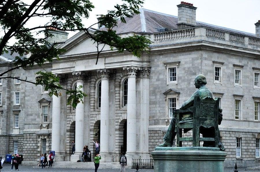 Estatua en el Trinity College