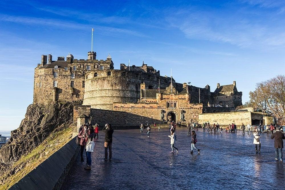Esplanada de acceso al castillo