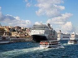 Cruceros atracados en Estambul