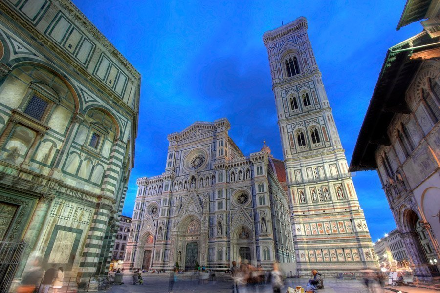 La Catedral y El Campanile en la Piazza del Duomo