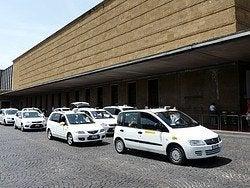 Taxis en la estación de tren