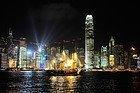 Junco chino navegando por la bahía Victoria