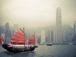 Barcos en la bahía de Hong Kong