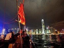 Navegando en un junco tradicional chino