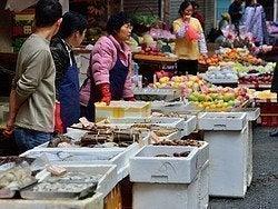 Uno de los infinitos mercados callejeros