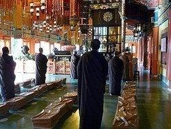 Monasterio Po Lin: Monjes