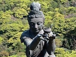 Estatua en el monte Ngong Ping