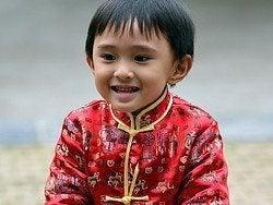 Niño con ropa tradicional