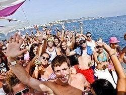 Fiesta en catamarán en Ibiza