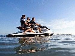 Recorriendo Ibiza en moto de agua