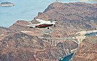 Avioneta sobrevolando la Presa Hoover