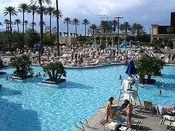 Hotel Luxor, piscinas