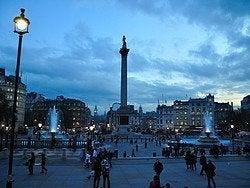 Trafalgar Square à la tombée de la nuit