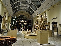 Victoria and Albert Museum, sculptures