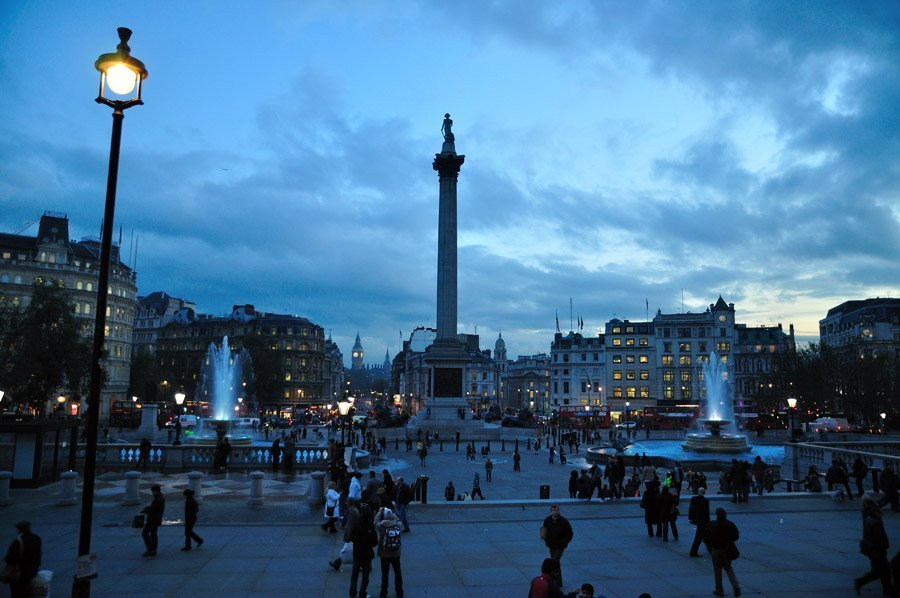 https://cdn.civitatis.com/guias/londres/fotos/trafalgar-square.jpg