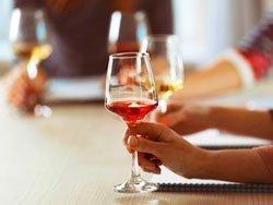 Probando vinos españoles seleccionados