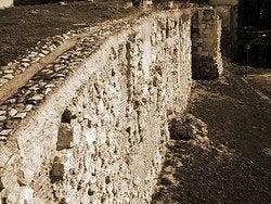 Restos de la muralla medieval de Madrid