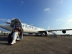 Avión de Sri Lankan aterrizando en Malé