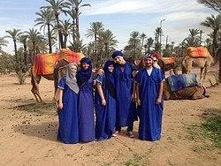 Recorriendo el palmeral en camello
