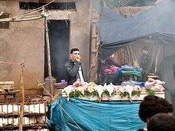 Aghbalou, vendedor mercado tradicional