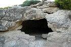 Entrada a una cueva en Cala Morell