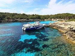 Navegando por la costa de Menorca