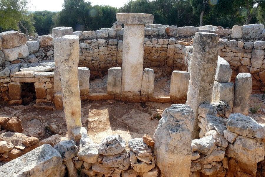 La tercera sala hipóstila del poblado de Torre d'en Galmés está en buen estado