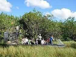 Aerodeslizador surcando los Everglades
