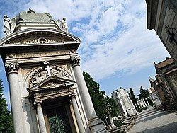 Cementerio Monumental, tumbas