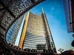 Piazza Gae Aulenti, Torre Unicredit