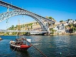 Rabelo tradicional y puente de Don Luis I