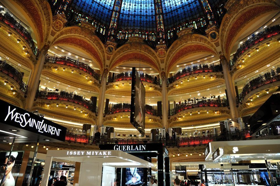 Populaire Shopping in Paris - Stores, high streets and department stores NV07